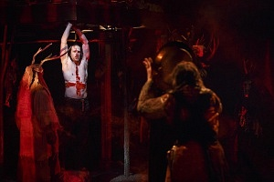 Macbeth (Ian Lake) and members of the company. Photography by David Hou.