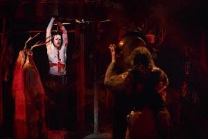 Macbeth (Ian Lake) and members of the company. Photography by David Hou.